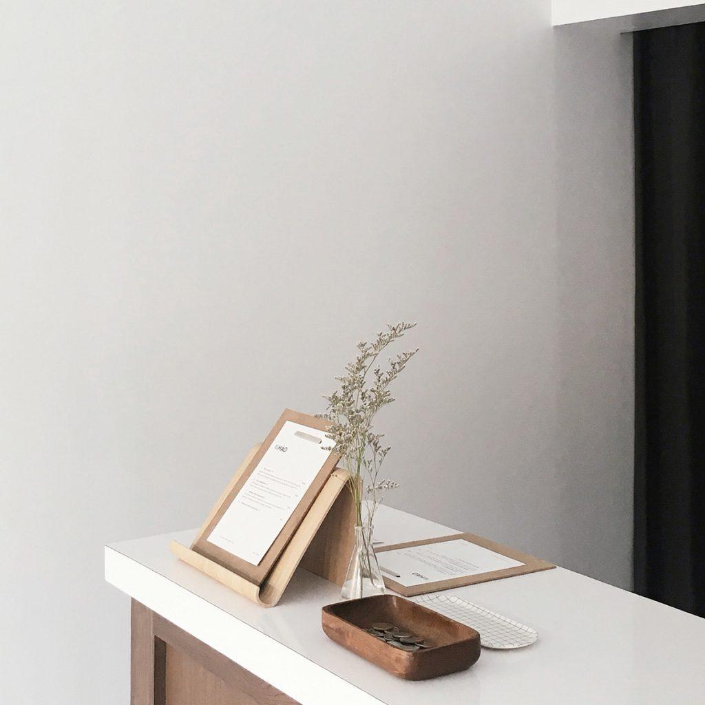 table-minimal-1024x1024
